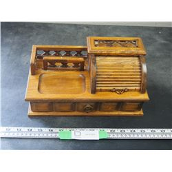 VINTAGE WOODEN JEWELRY BOX WITH ROLL TOP