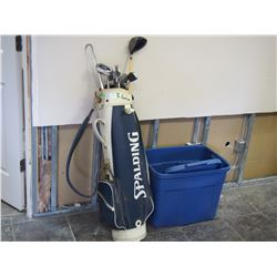 RIGHT HANDED GOLF CLUB IN BAG & PLASTIC TOTE