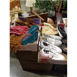 2 TRAYS OF LADIES SHOES