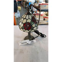 SMALL LEADED GLASS TABLE LAMP