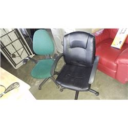 2 ROLLING OFFICE CHAIRS GREEN AND BLACK