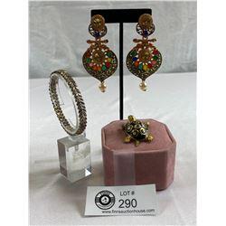"Nice Lot of Fashion Earrings and Turtle Brooch Plus 7.5"" Bracelet"