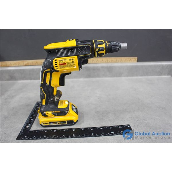 Dewalt Cordless 20V Drywall Screw Gun (Powers On)
