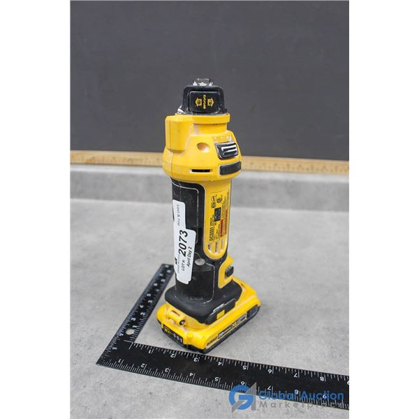 Dewalt Cordless 20V Cut Out Tool (Powers On)