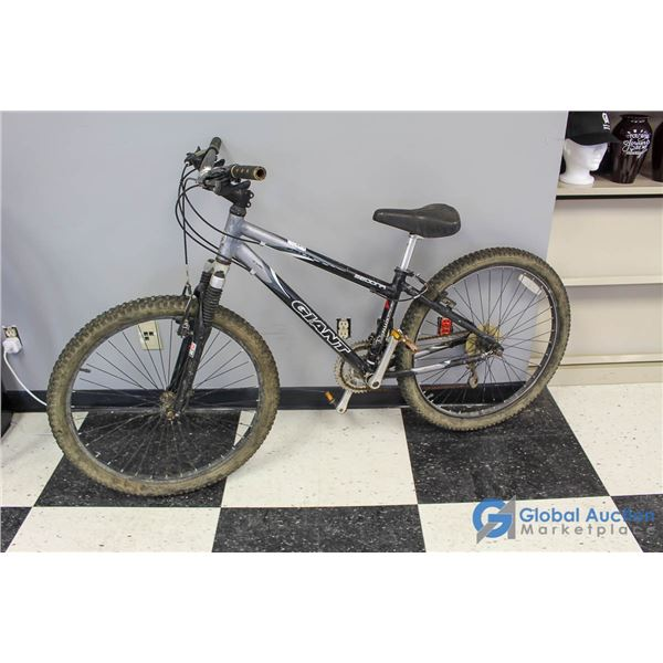 "Unisex 26"" Giant Mountain Bike"