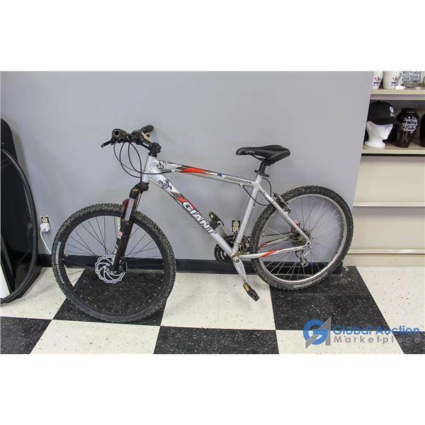 "Unisex 26"" Giant Mountain Bike"