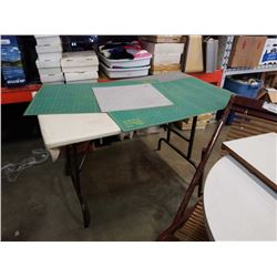 Folding leg table and cutting mats