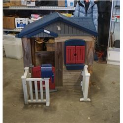 KIDS PLAY HOUSE  WITH FENCE AND MAIL BOX - WOOD WALLS, PLASTIC FENCE AND MAILBOX