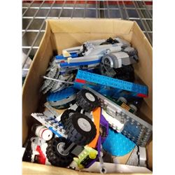 TRAY OF STARWARS AND OTHER LEGO