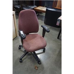 GAS LIFT OFFICE CHAIR WITH ADJUSTABLE ARMS