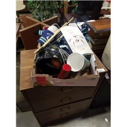TRAY OF CANUCKS AND OTHER HOCKEY COLLECTABLES