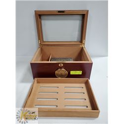 LT 0205-1  HUMIDOR CHERRY WOOD WITH GLASS TOP
