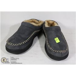 MENS SIZE 9-10 SLIPPERS