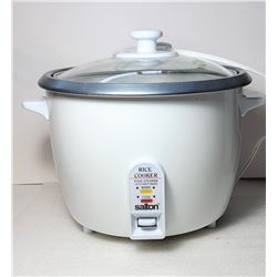 30)  SALTON DELUXE RICE COOKER AND FOOD