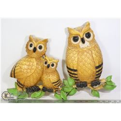 PAIR OF VINTAGE OWL WALL DECOR BRIGHTLY COLOURED