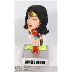 WONDER WOMAN BOBBLE HEAD BY DC COMICS