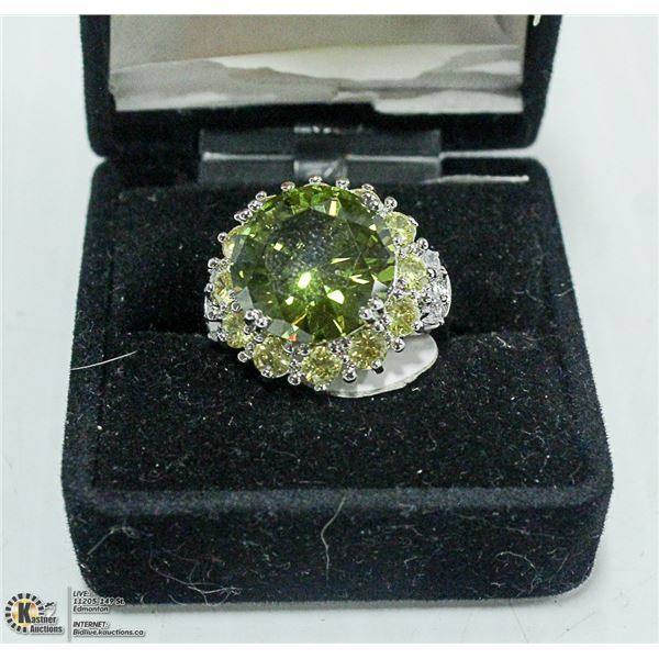 STERLING SILVER AND PERIDOT RING SIZE 7