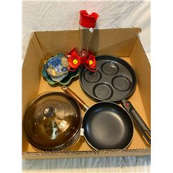 Lot pyrex, frying pans, pottery and bird feeder