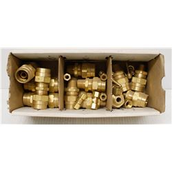 BOX OF ASSORTED BRASS HOSE SPLICERS & FITTINGS