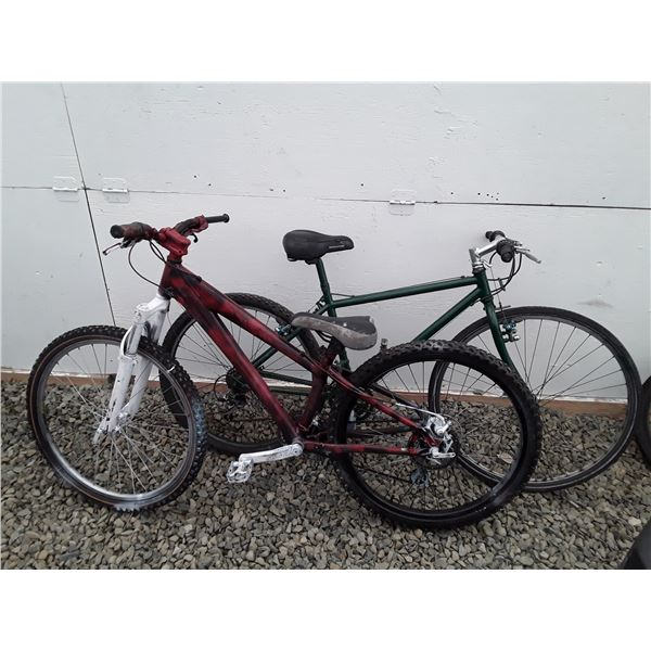 0F --  Lot of 2  Bicycles Red & Green 1 Mountain Bike 1 Road Bike