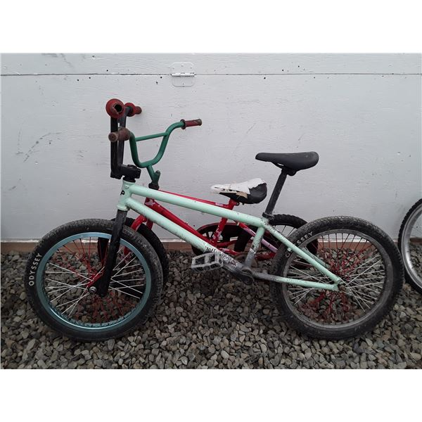 0N --  Lot of 2 Small [bike 1 Green 1 Red