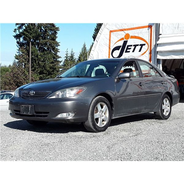H5 --  2002 TOYOTA CAMRY LE  , Grey , 234930  KM's