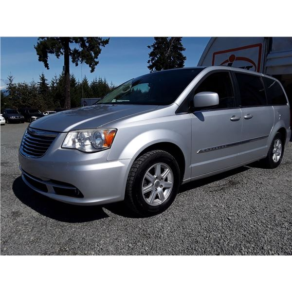 G3 --  2012 CHRYSLER TOWN & COUNTRY TOURING , Silver , 182942  KM's