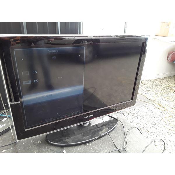 Samsung Flat Screen TV 32 Inch    Model LN32D450