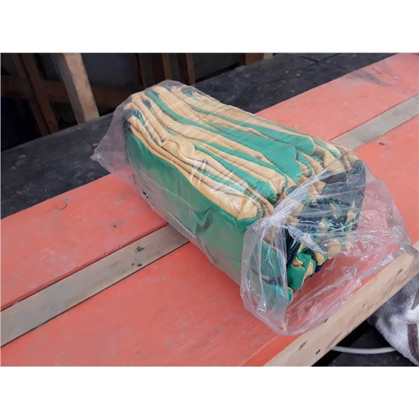 Lot of 12 Work Gloves