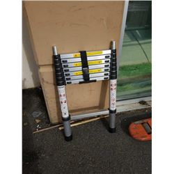Aluminum collapsible ladder approximately 7 ft