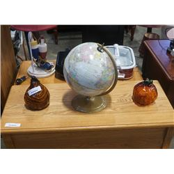 CRAM 12 INCH GLOBE AND 2 ART GLASS VEGETABLES - PUMPKIN AND SQUASH