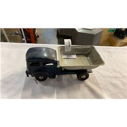 ANTIQUE METAL DUMP TRUCK TOY