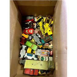 BOX OF VINTAGE APPROX 30 MATCHBOX CARS AND TRUCKS