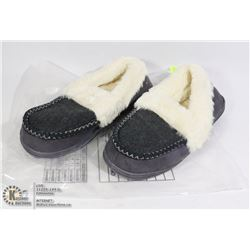 PAIR OF BLACK WOMENS INDOOR SLIPPERS SIZE EU 40/41