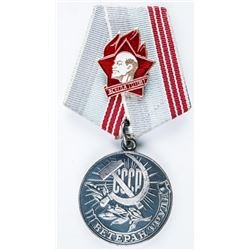 Vintage CCCP Russia Soviet 3A BETEPAH TPYA  Medal with Lenin Pin