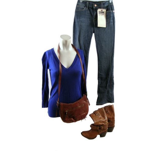 The Good Lie Carrie (Reese Witherspoon) Movie Costumes