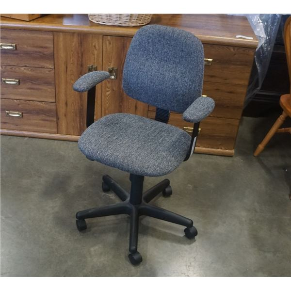 ROLLING GREY OFFICE CHAIR