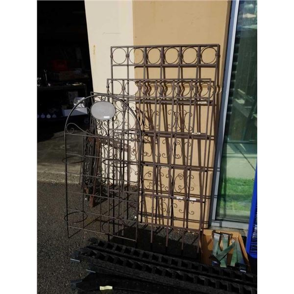 2 decorative metal panels and stand