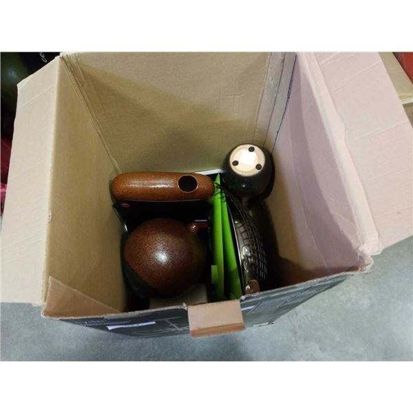 BOX OF DECORATIVE VASES AND COOKING ITEMS, PAN