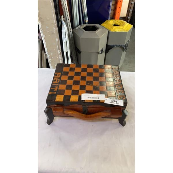 WOOD CARVED CHESS SET IN CHESS BOARD BOX
