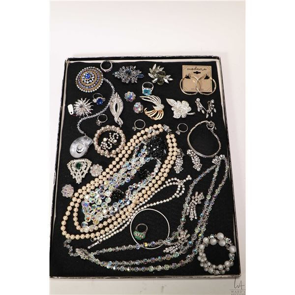 Selection of vintage and collectible jewellery including beaded necklaces, rings, brooches, diamante