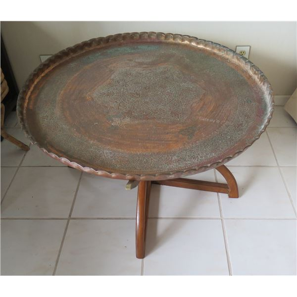 """Round Table w/ Scalloped Edges & Etched Design w/ Removable Base 36""""D"""