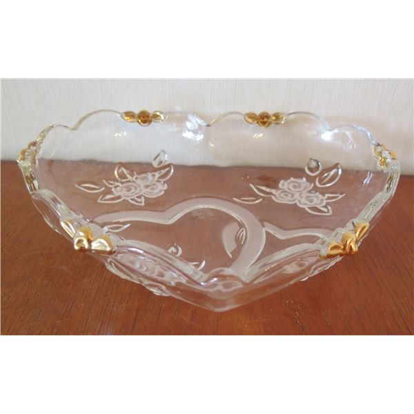 """Heart Shape Glass Bowl w/ Scalloped Edges & Etched Flowers & Gold Accents 11""""D"""