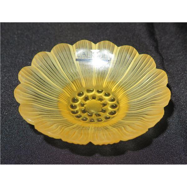 """Lalique Paris Yellow Paquerettes Daisy Glass Bowl 3.5""""D"""