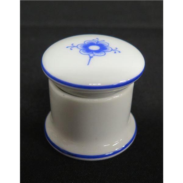 """B&G Bing & Grondahl Copenhagen Porcelain Denmark 499 Trinket Box, Approx. 2"""" Dia."""