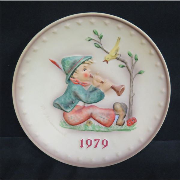 "Goebel M.J. Hummel 9th Annual Plate 1979 Boy Playing Instrument 7"" Dia."