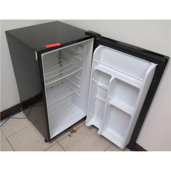 GE SFR03BSAPBB Mini Refrigerator SFR03BSAPBB