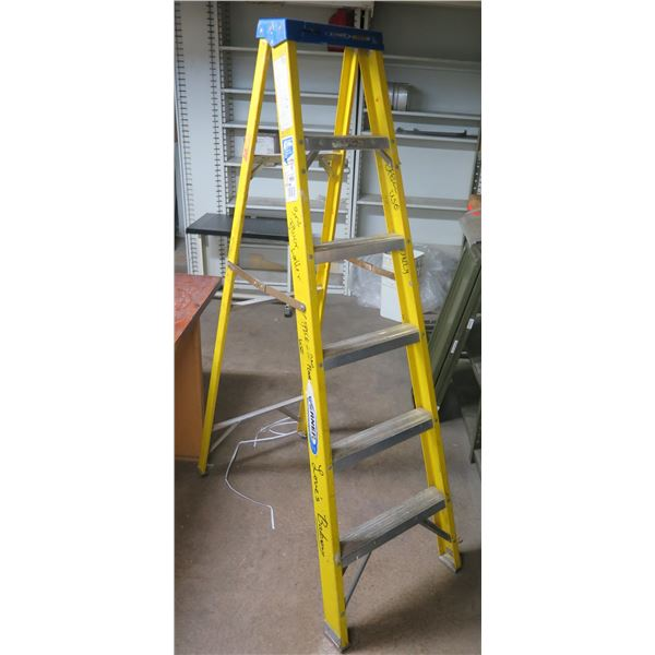 Werner Yellow Type I Heavy Duty/Industrial Use 6' Step Ladder 250 lb. Capacity