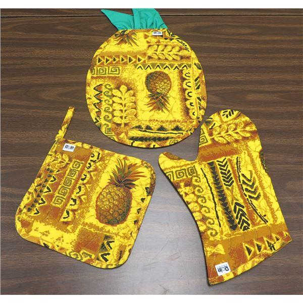 Qty 2 Dole Yellow Pineapple Design Pot Holders & Oven Mitt