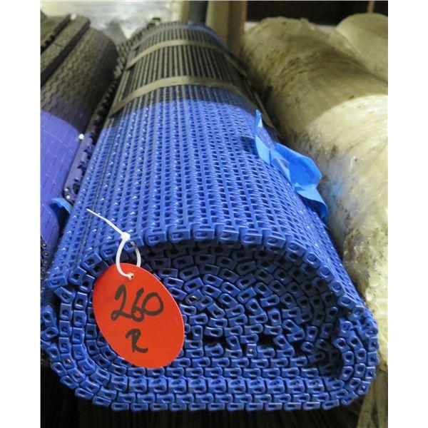 Multiple Rolls Blue Conveyor Belts Lengths on Gear Roller Chain